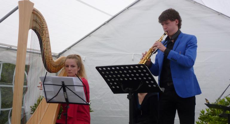 Luuk met Lotte van Beek (harp)